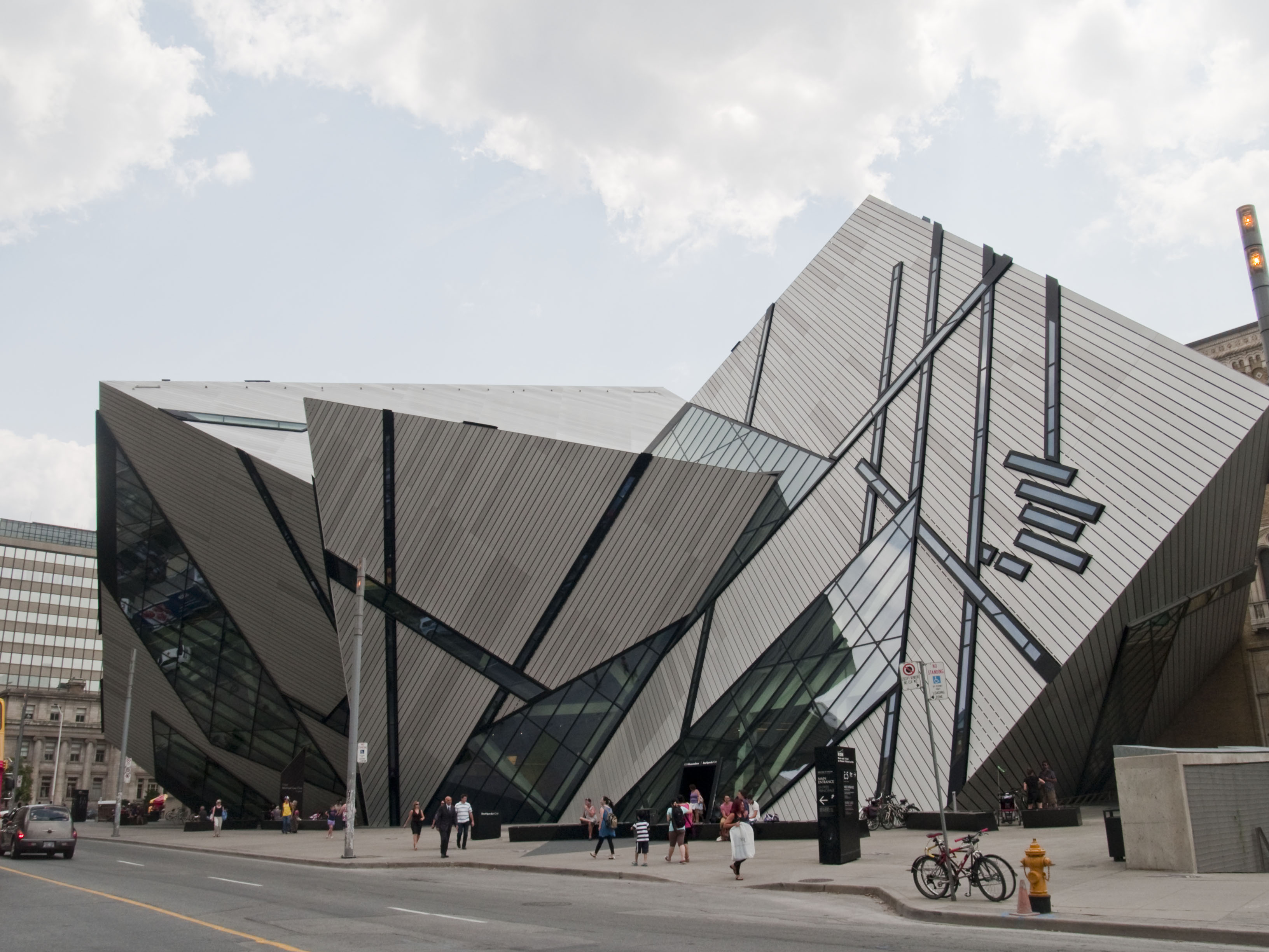 architecture design the royal ontario museum The royal ontario museum (the rom) in toronto, canada is one of the world's  leading museums  million dollars, the building offers a unique blend of classic  and contemporary architecture  design: mulvey & banani.